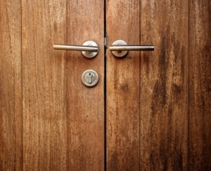 החלפת דלת